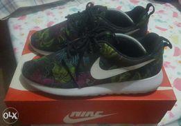 new product e8a8d 0a9b3 Nike Roshe Run Print