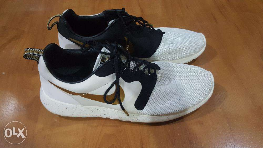 cheap for discount 37c8c a3fed Nike Roshe Run Gold Trophy ...