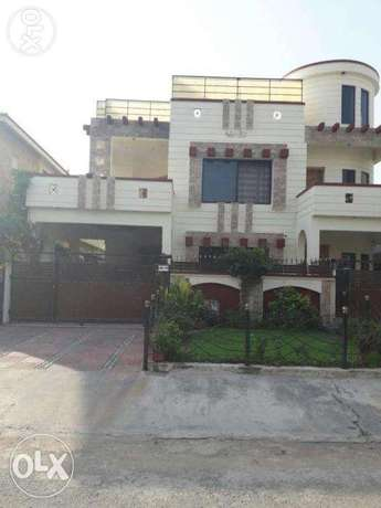 F-10 Ideal 511Sq Yrds Full House 6Bed With Green Lawn For Rent