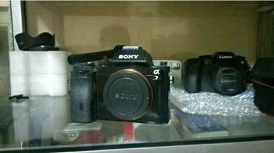 kamera mirrorless Sony A7 fullframe Body only