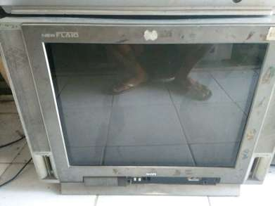 tv akari flat 21inc normal mulus nego bergaransi