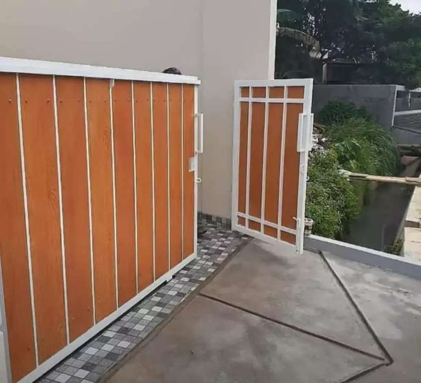 Pintu Pagar Minimalis Kombinasi Woodplank Kayu - Konstruksi Dan Taman -  802025327