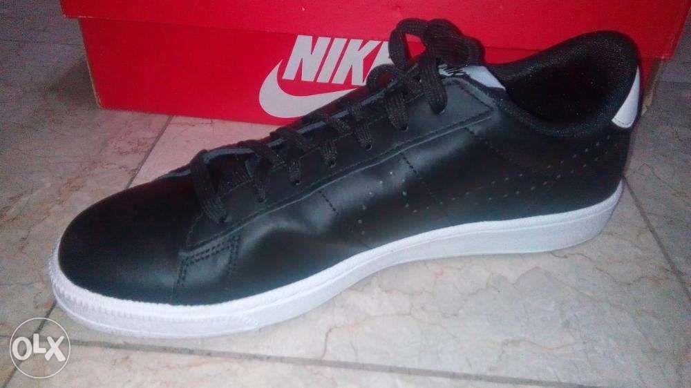 brand new 19674 156de ... Nike Tennis Classic CS Black Size 9.5 Mens Shoes ...