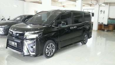 Toyota Voxy 2.0 AT 2017 LOW KM BAGUS SEKALI!