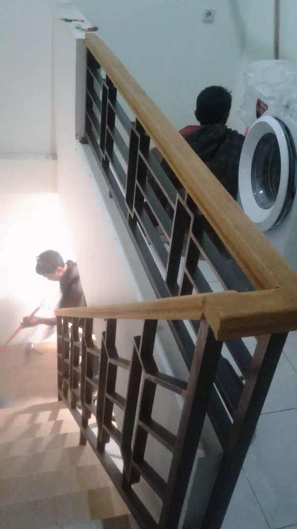 Railing Tangga Balkon Minimalis Kayu Konstruksi Dan Taman