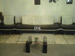 Stylish leather 5 seater sofa in perfect condition
