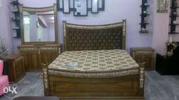 King size fibre carving bed sheeesham grains