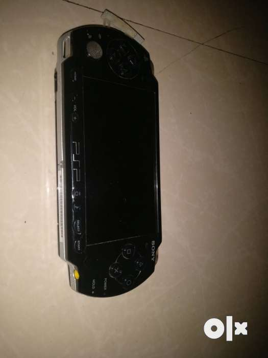 Sony PSP 2GB Memory Card Charger 7 Games