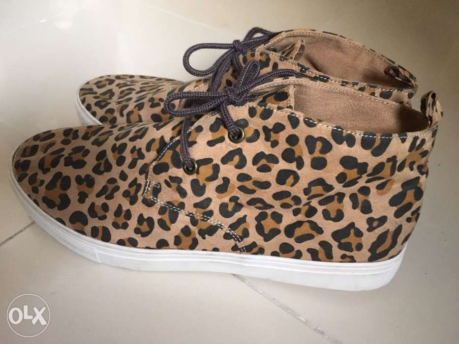 4c1eacd6 Crocs Clog Shoes and Leopard Snicker Shoes in Parañaque, Metro ...