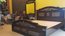 Beautiful King size bed with 1 side table & dressing table