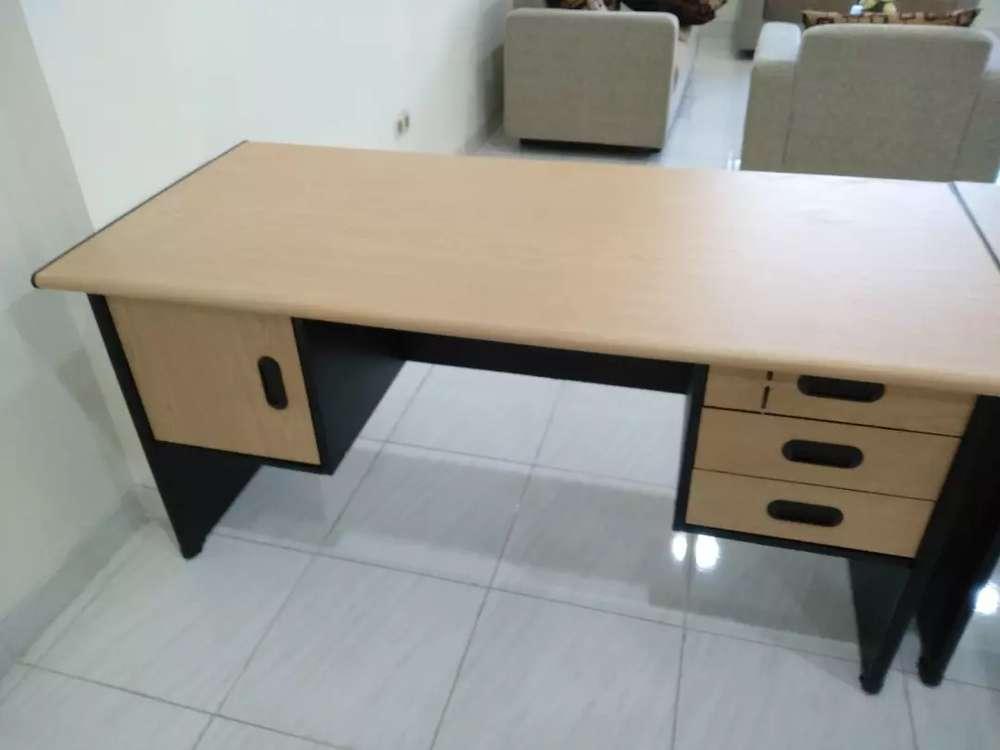 Meja Kantor Dijual Peralatan Kantor Murah Di Indonesia Olx Co Id