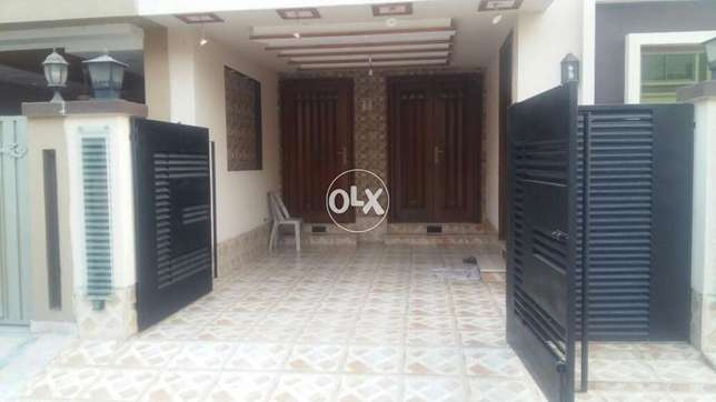 10 Marla brand new house available in bahria town lahore