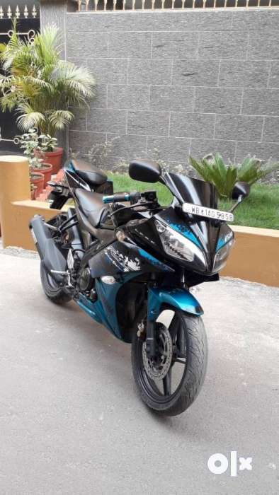 Yamaha R15v2 special edition colour bike only 55k