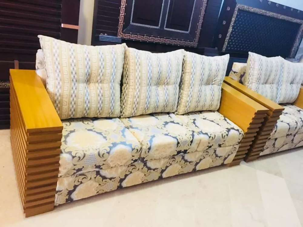 Sofa Set In Classic Design Home Delivery Available Sofa Chairs 1017902736
