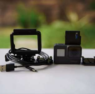 Gopro hero 5 second like new
