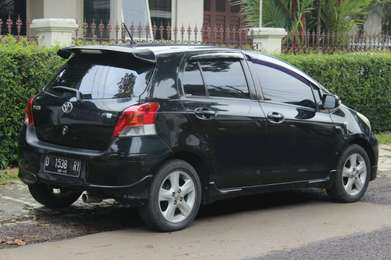 Yaris E metic 2010 antik kredit murah