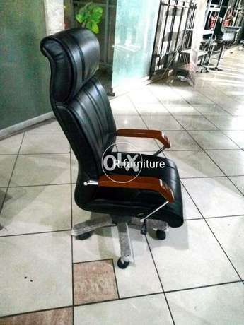 Executive office chair (Dishi)