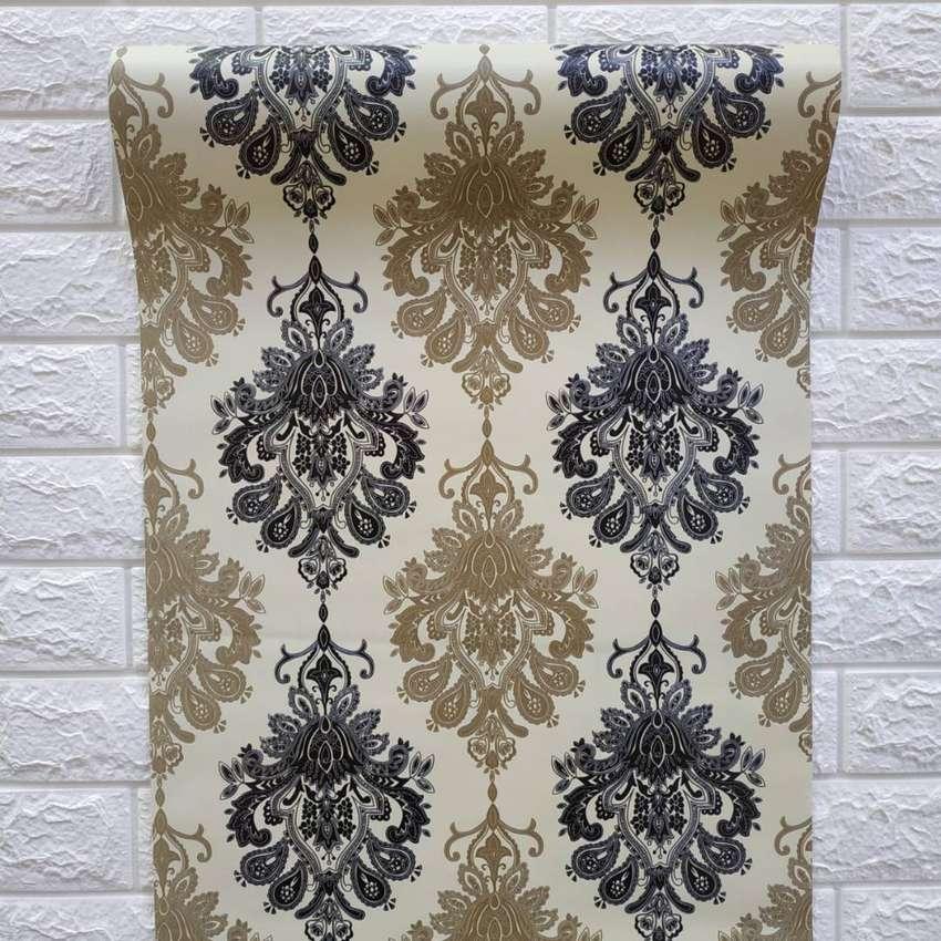 Wallpaper Dinding Motif Batik Cream Hitam Dekorasi Rumah 792859524