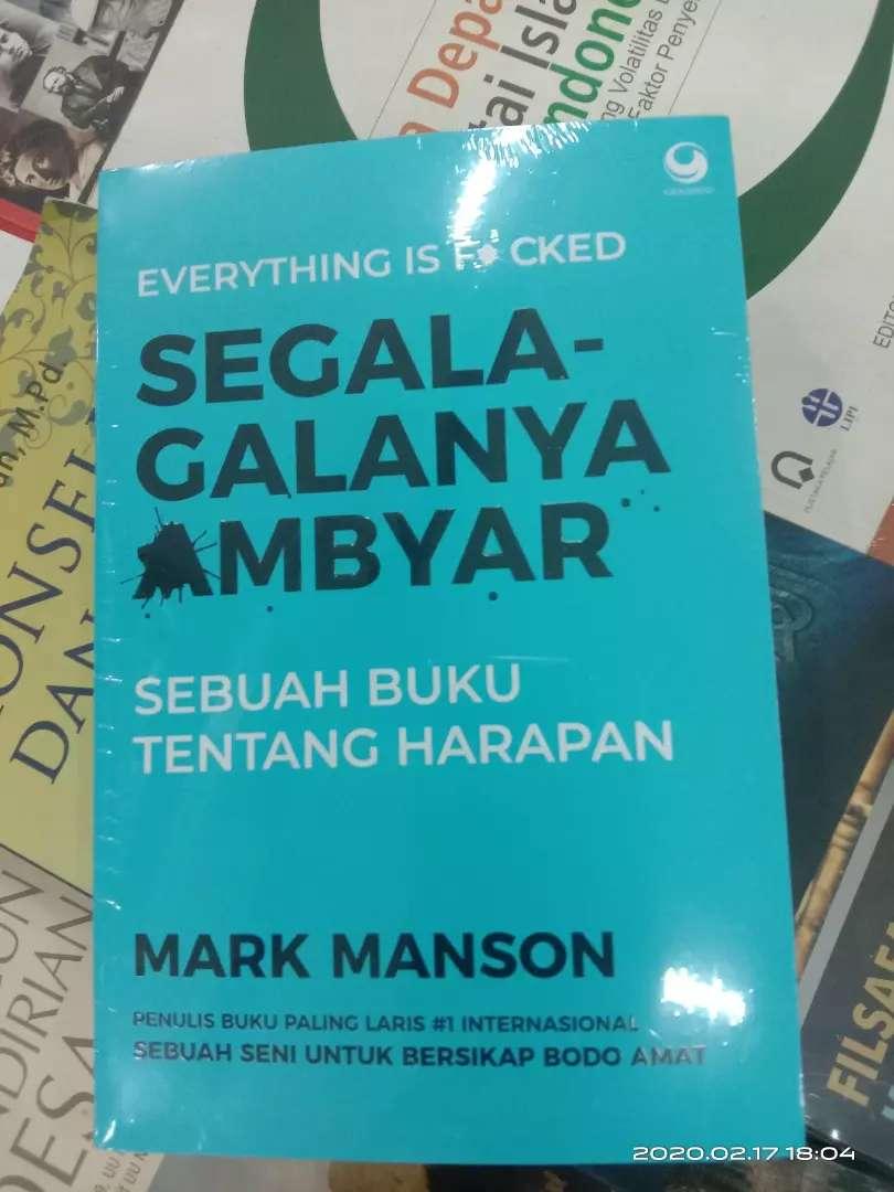 Buku Original Segala Galanya Ambyar Buku Majalah 772597187