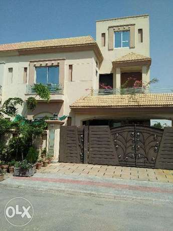 10 marla house availbel in low budget bahria town lahore