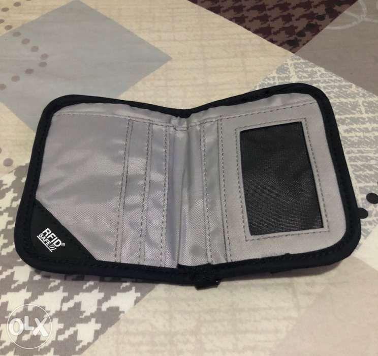 f0a518c8b10 Pacsafe RFIDsafe V50 Wallet Black in Quezon City