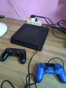 ps4 slim  500 gb CUH2006a + 2 stik