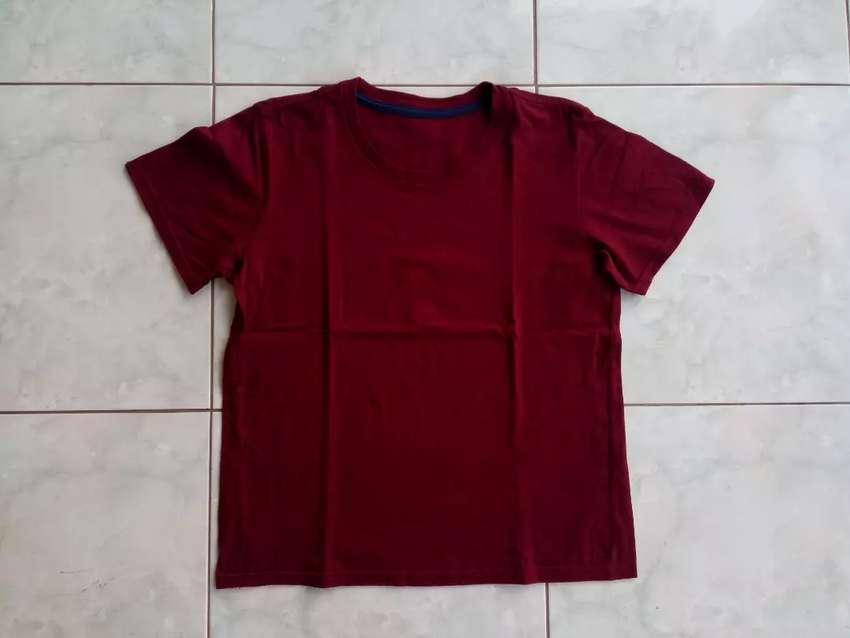 Kaos Polos Maroon Size M Dan Kaos Lengan Panjang Abu Abu Size L Fashion Pria 792648049