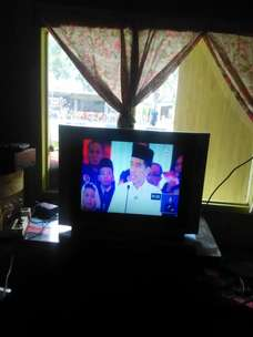 dijual 1 unit TV 29 inchi Merek LG super slim.
