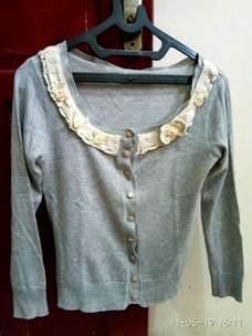 sweater lengan panjang, aksen bunga(preloved)