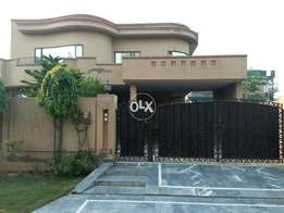 1Kanal upper portion 3 bed main location Dha phase 8 near airport