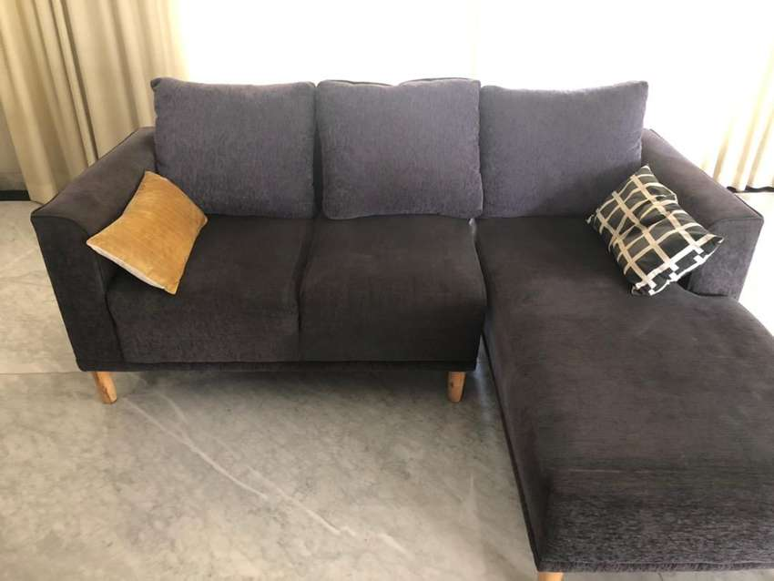 perfect condition 3 seater sofa with detatchable chaise lounge iid