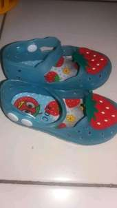 sandal anak strawberry