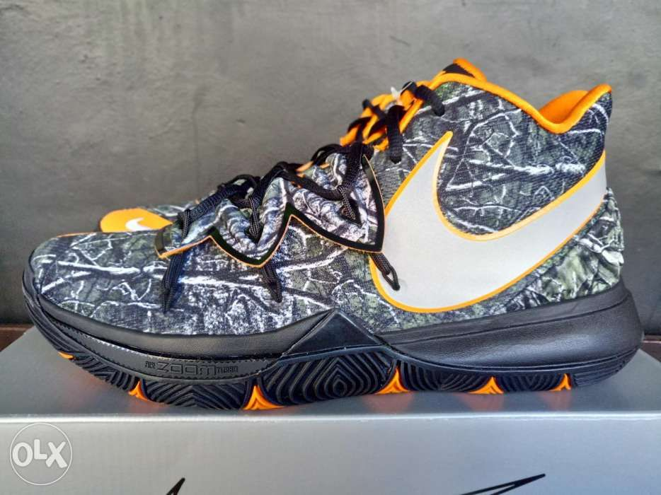 Nike Kyrie 5 Taco PE Basketball Shoes in San Fernando 11a45fecd