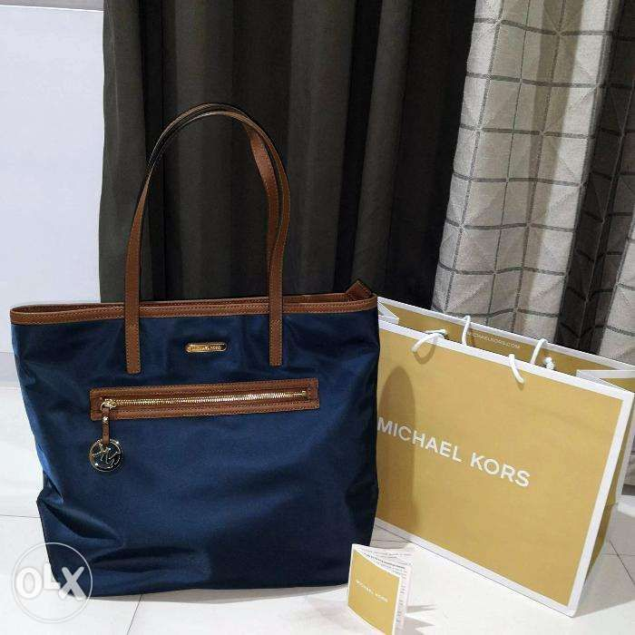 456b87994060 SALE Bnew Authentic Michael Kors Kempton Navy Large Nylon Tote Bag ...