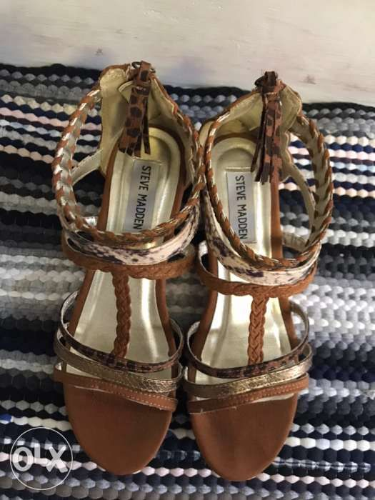 a10f32119ae Pre Loved Steve Madden wedge sandals in Quezon City