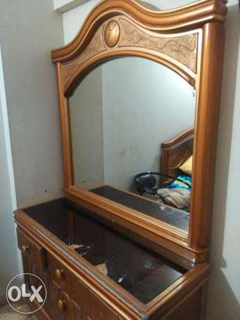 Wonderful Dressing Table with Imported wide Mirror immediate sale.