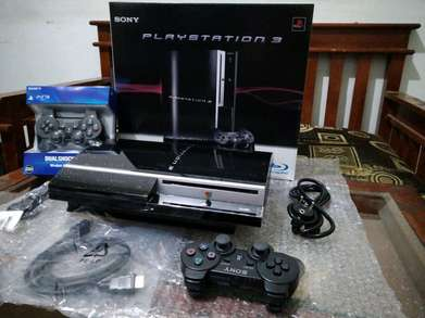 PS3 hdd 500 GB full isi 100 permainan + 2 Stik fullset nih ya kakak