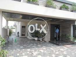 1 Kanal extra-ordinary outclass location Bungalow in Phase 4 block cc