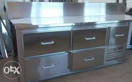 Undercounter chiller with drowers