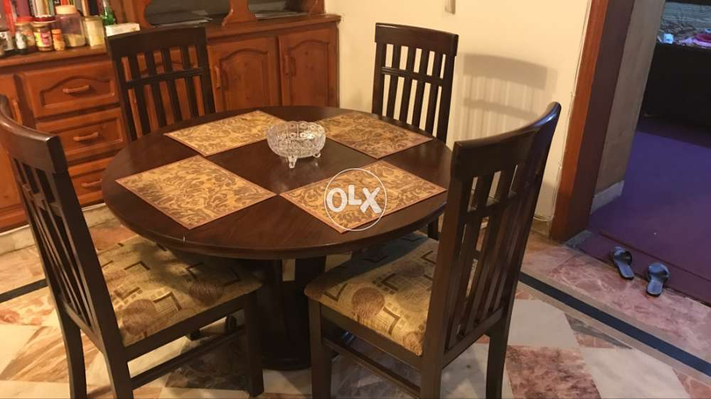 Dining Table And 4 Chairss