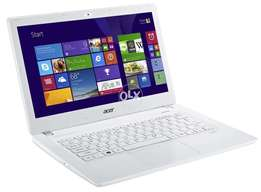 Acer i5 . 4th Gen . ultra slim laptop .White colour 10 by 10 Condition