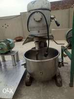 Second hand dough mixer American 5kg 20 litters/we have pizza oven etc