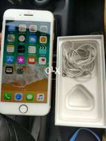 Iphone 7 gold 32gb with original box and handsfree