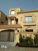 10 Marla Luxurious House Available Bahria Town Lahore
