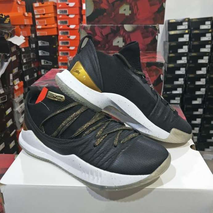 ea2b8c16b92a Arsip  Sepatu Basket Under Armour Curry 5 Low Take Over - Jakarta ...