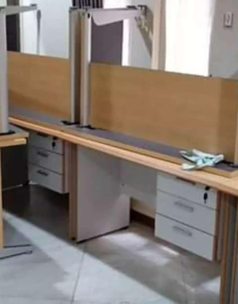 Meja Kantor Bekas Dijual Peralatan Kantor Murah Di Indonesia Olx Co Id