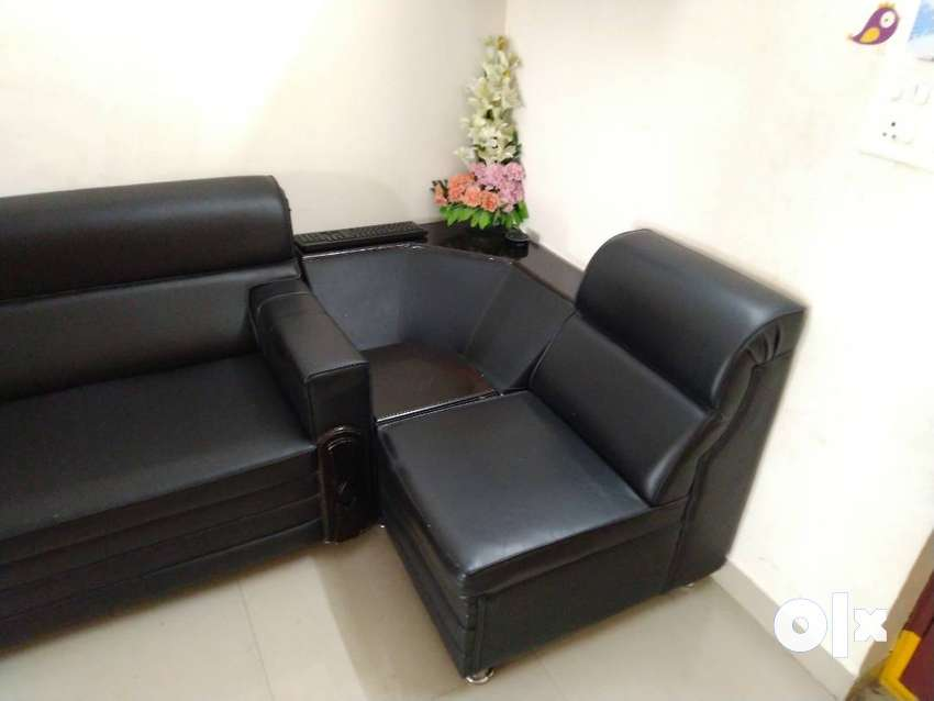 6 seater Black L shaped Sofa set with corner table in good condition ...