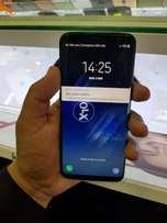 Samsung galaxy s8 with chrgr hands-free