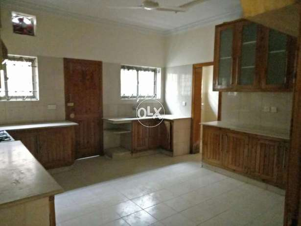 G10 new 1kanal upper portion 3 bed d/d tvl parking real pics are added