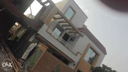 10 marla + 10 marla pear bungalows at bahria town lahore 5 = 5 bedroo